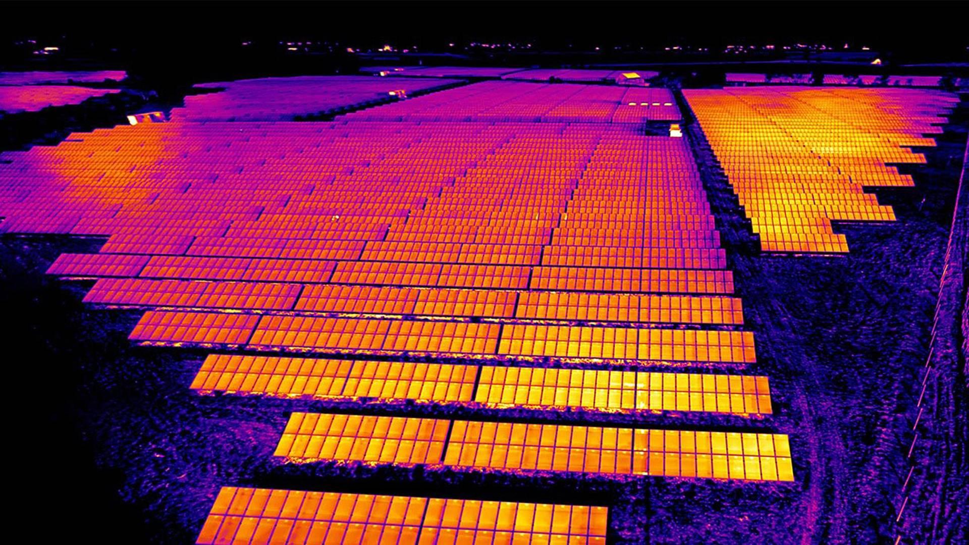 solar panel color